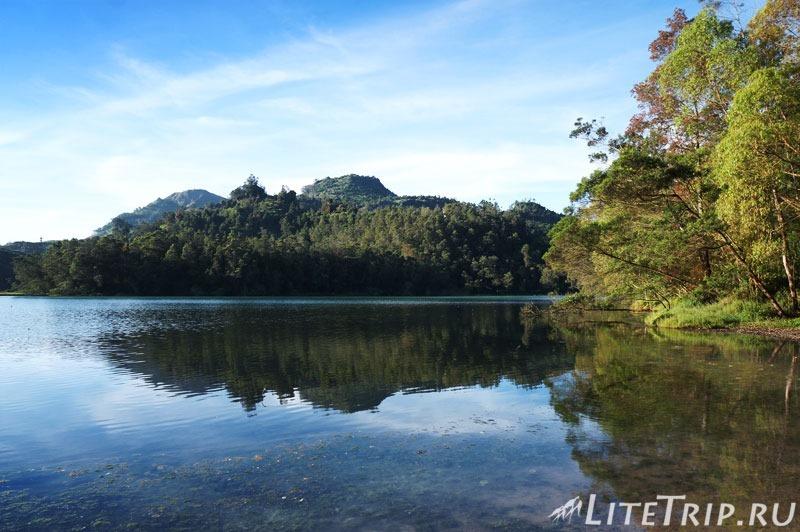 Индонезия. Ява. Плато Диенг. Озеро Warna.