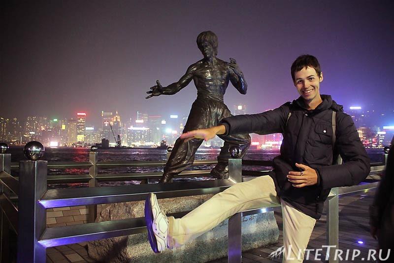 Гонконг. Аллея звезд - я с Брюсом Ли.