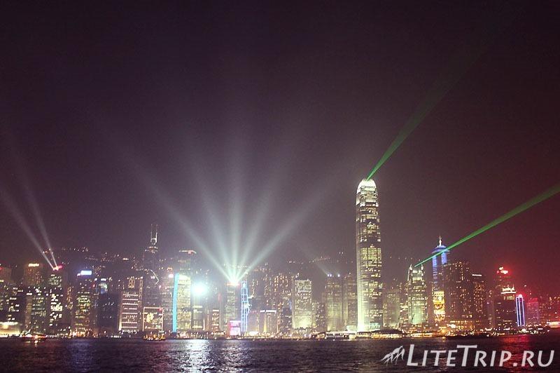Гонконг. Лезерное шоу в бухте Виктория.