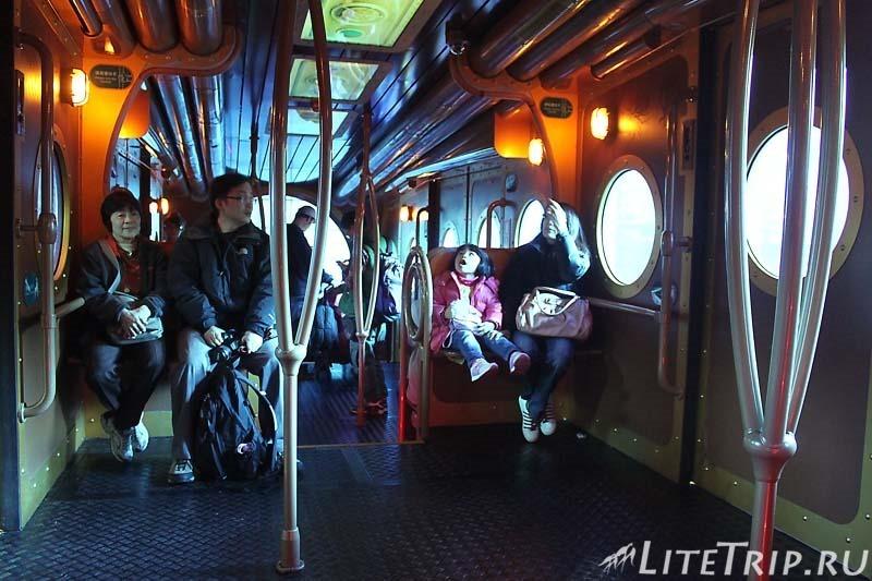 Гонконг. Ocean Park. Поезд Nautilus Express - внутри.