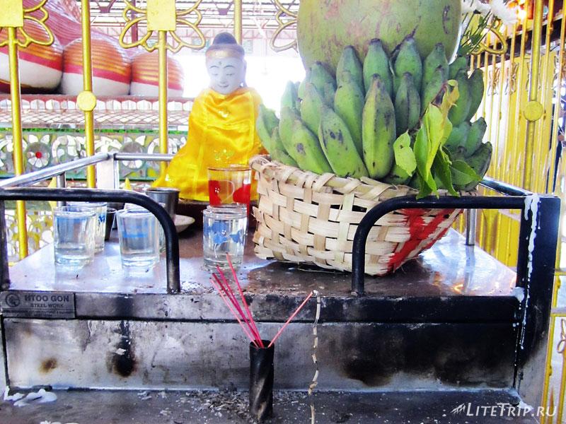Подношения в Пагодах в Янгоне