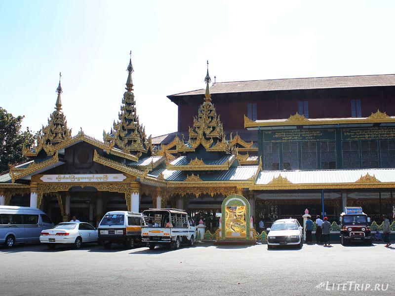 Пагода Лежащего Будды в Янгоне
