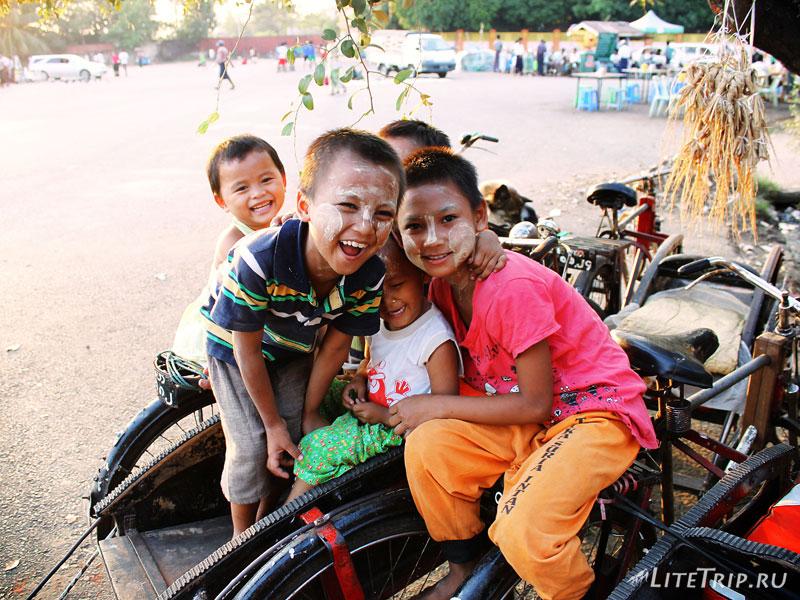 Янгон. Пирс рядом с Пагодой Botahtaung. Дети.