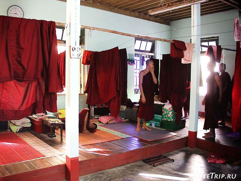 Жилая комната в монастыре Чак-хавин в Пегу (Баго)