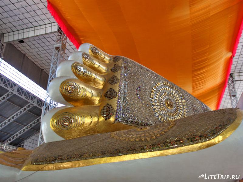 Стопы лежащего Будды в Пегу (Баго)