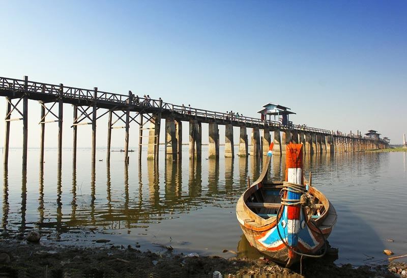 Амарапура. Мост У-Бейн, лодка.