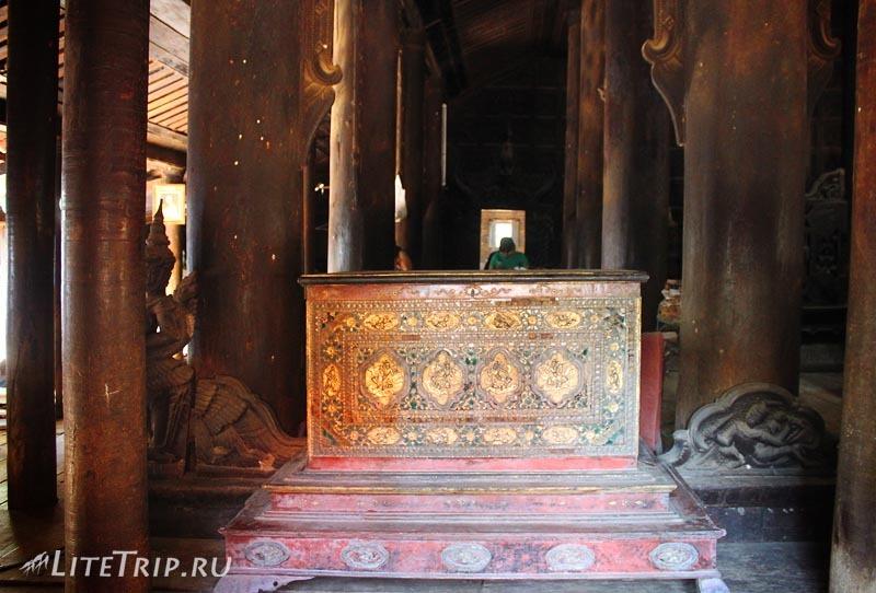 Тиковый монастырь Багайя в Инве изнутри.