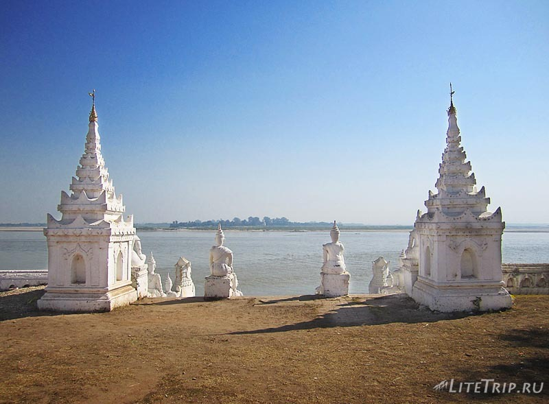 Мингун. Сеттавья Пагода - вид на реку.