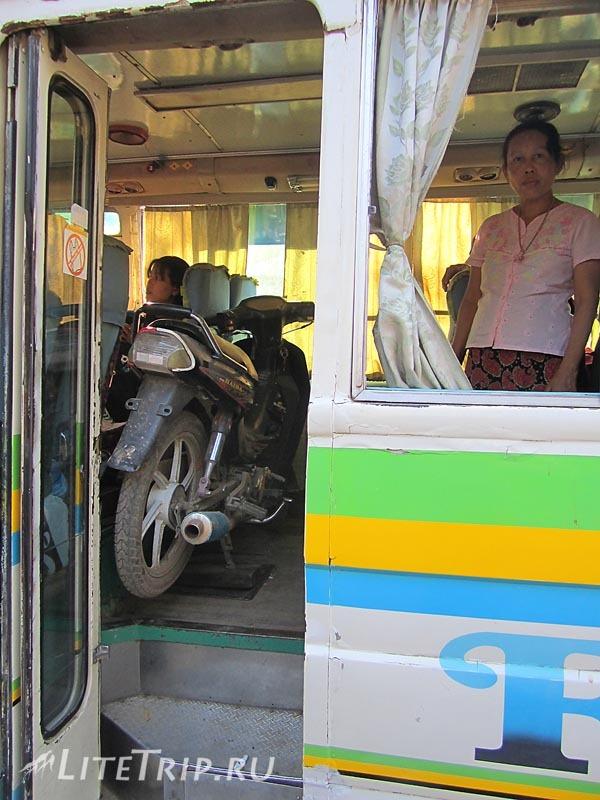 Моньва. Пококу - байк в автобусе.