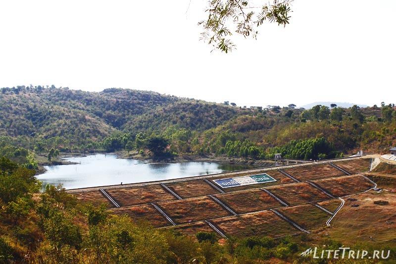 Компалекс Bodhi Tataung на холме. Плотина