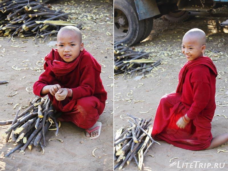 Мальчики-монахи Багана.