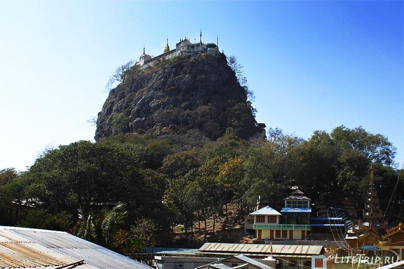 Гора Попа с поселка.