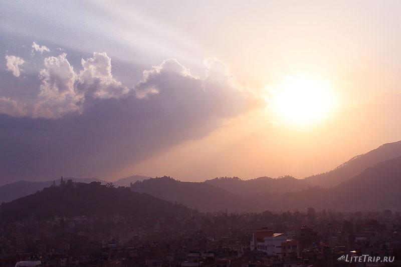 "Вид на закат из окон отеля ""Катманду Вью"""