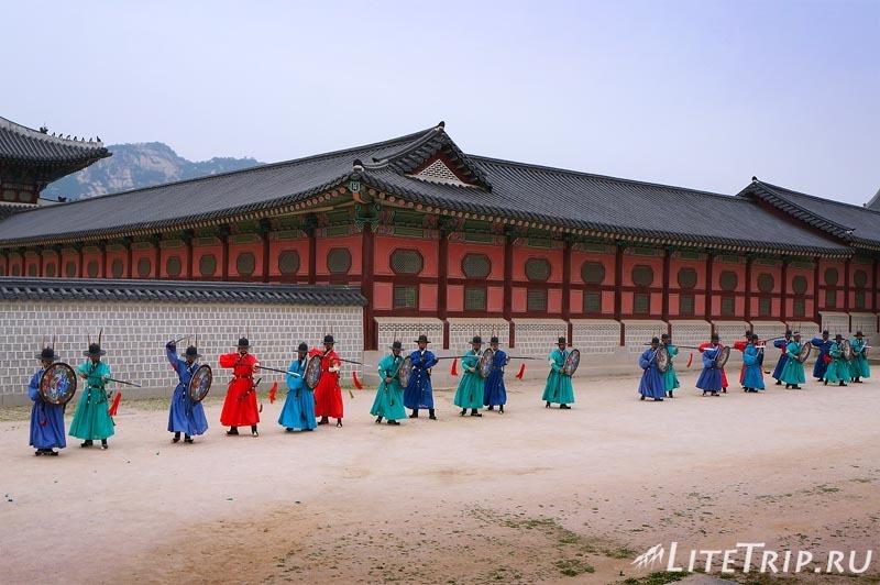 Южная Корея. Дворец Кенбоккун в Сеуле - боевое представление.
