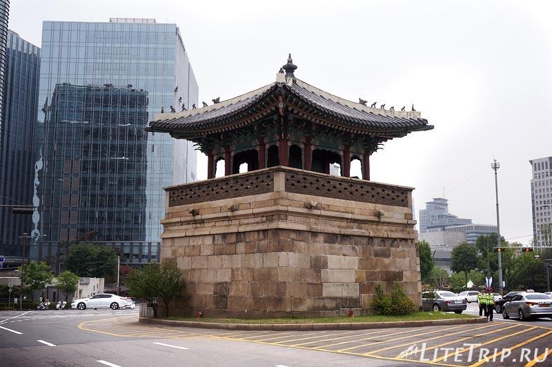 Южная Корея. Дворец Кенбоккун в Сеуле - пагода.