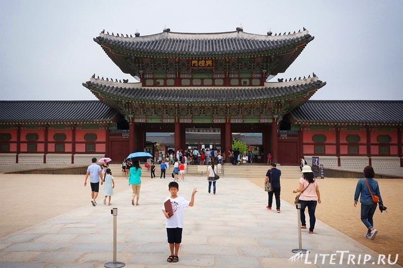 Южная Корея. Дворец Кенбоккун в Сеуле - внутренний двор.