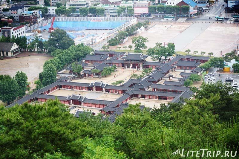 Южная Корея. Крепость Хвасон в Сувоне - дворец.