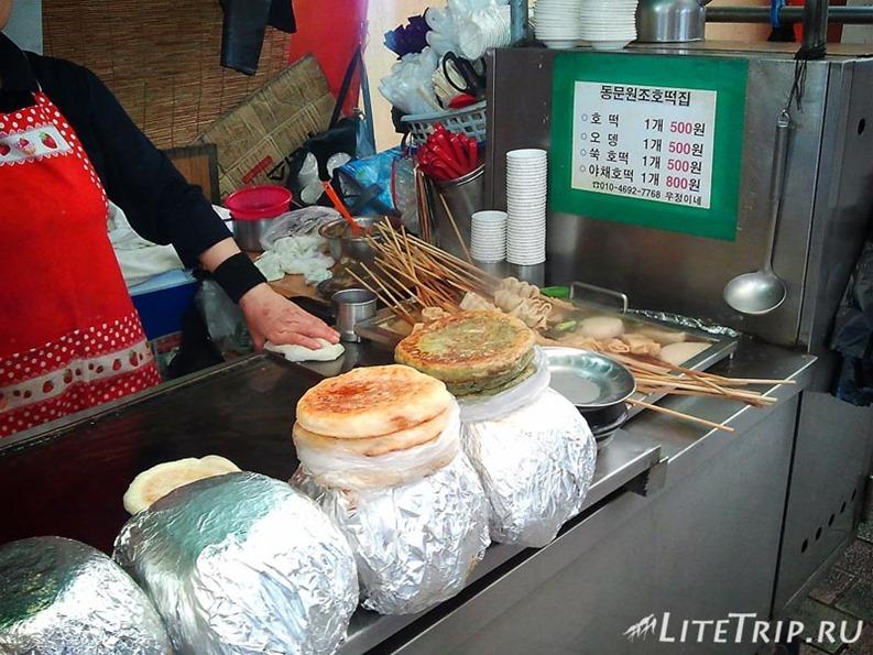 Южная Корея. Джеджу - национальные лепешки на рынке.