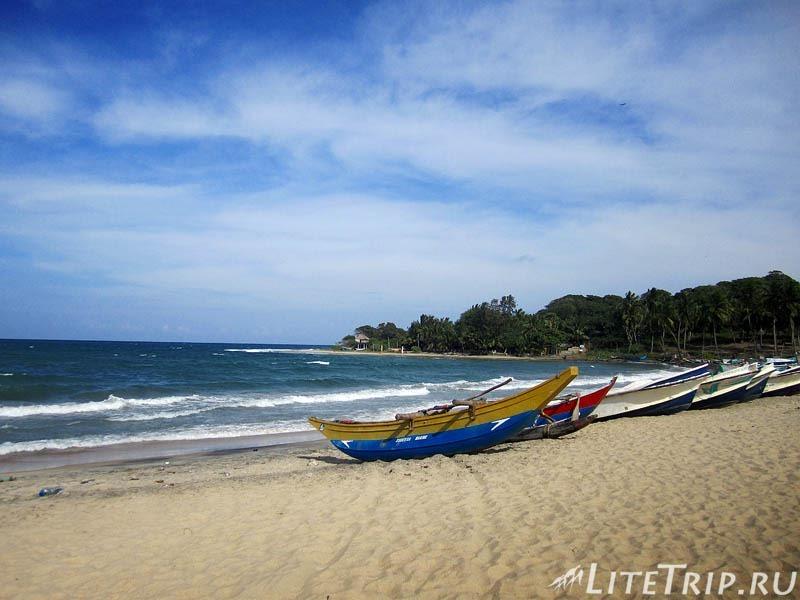 Шри-Ланка. Поттувил. Пляж в заливе Аругам Бей.