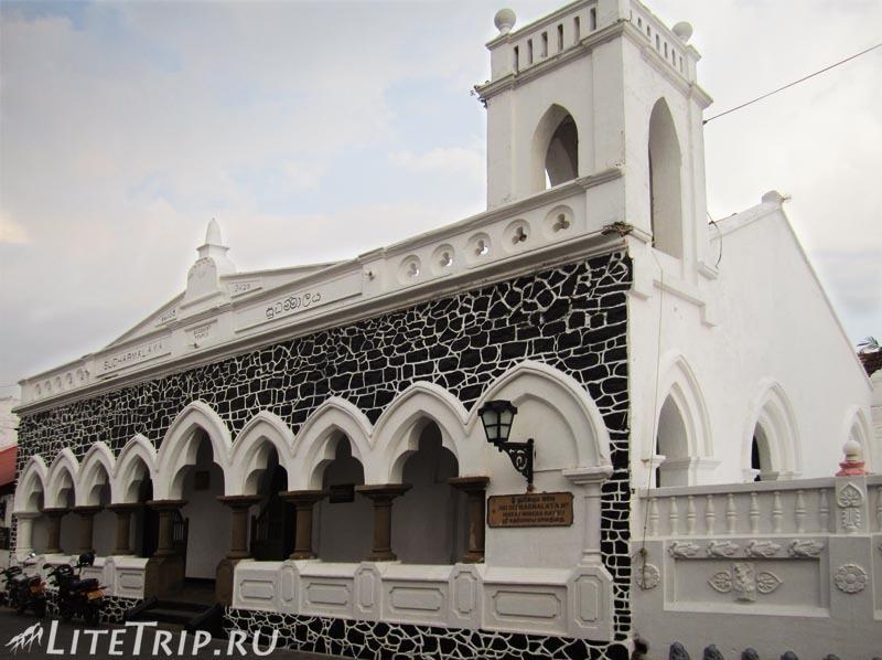 Шри-Ланка. Форт Галле - буддийский храм