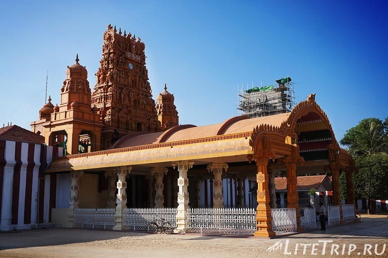 Шри-Ланка. Джафна. Вход в храм Кандасвами.