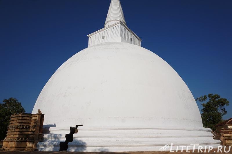 Шри-Ланка. Анурадхапура. Ступа Мирисавети (Mirisaveti Stupa)