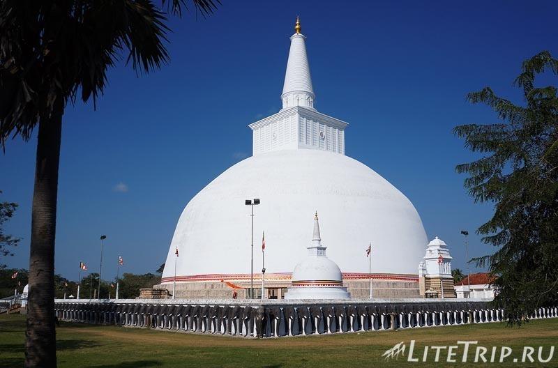 Шри-Ланка. Анурадхапура. Ступа Руванвелисая (Ruvanvalisaya)