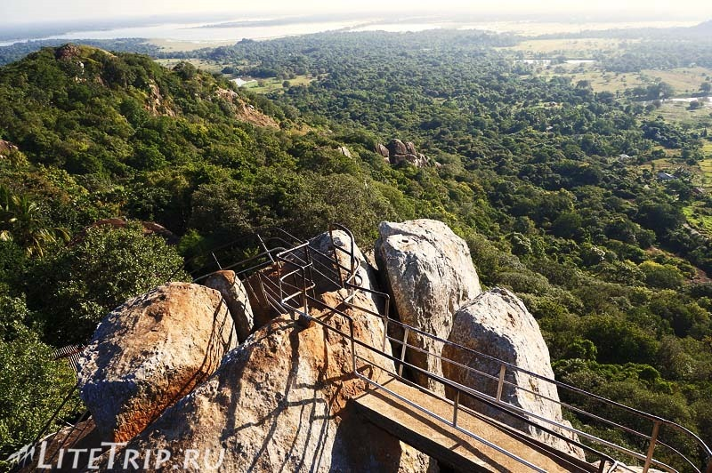 Шри-Ланка. Монастырь Михинтале - подъем на скалу Махинды.