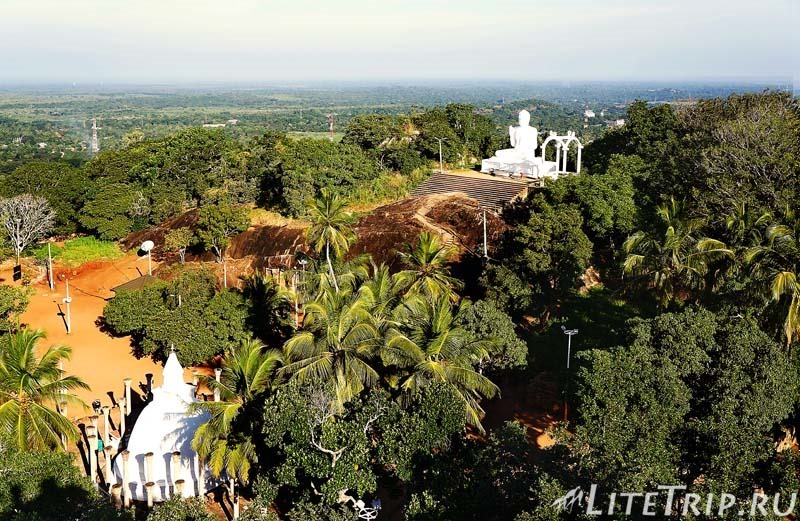 Шри-Ланка. Монастырь Михинтале - вид на территорию со скалы Махинды.