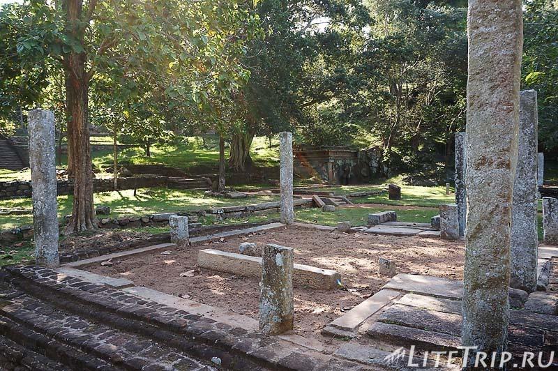 Шри-Ланка. Монастырь Михинтале - развалины.