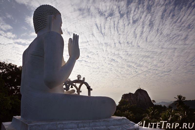 Шри-Ланка. Монастырь Михинтале - статуя Будды.