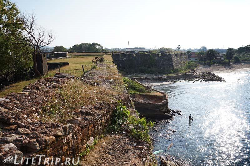 Шри-Ланка. Тринкомале - вид на бухту со стен форта Фредерик.