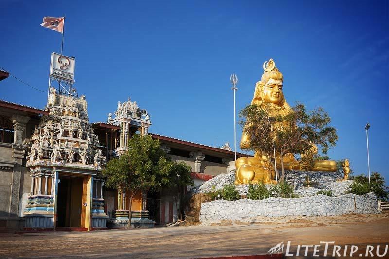 Шри-Ланка. Тринкомали - храм Конесварам Ковил (Koneswaram Kovil) - вход