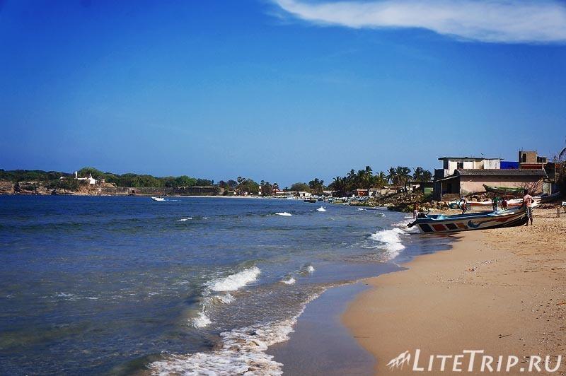 Шри-Ланка. Тринкомале - берег моря.