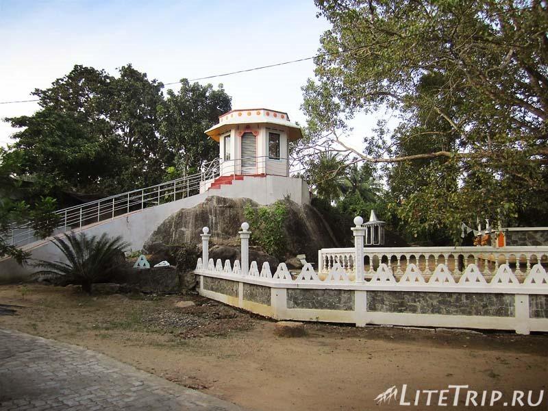 Шри-Ланка. Храм в Миннерии.