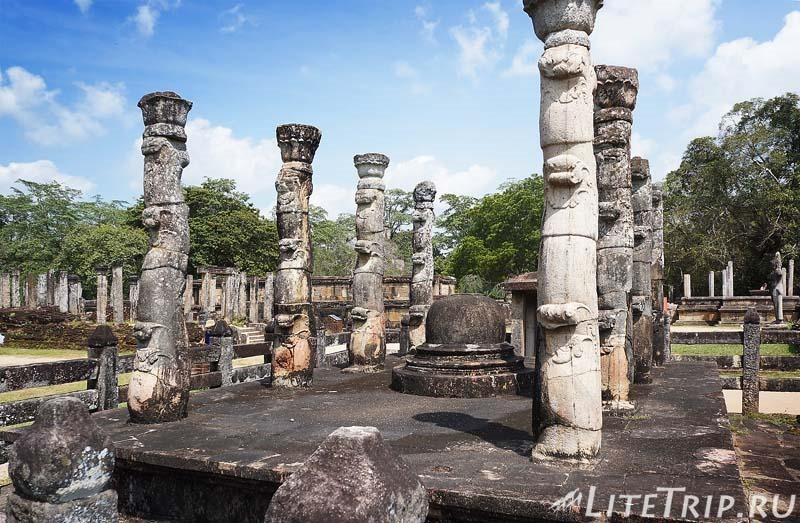 Шри-Ланка. Полоннарува - круглый дом реликвий Ватадаге и колонны