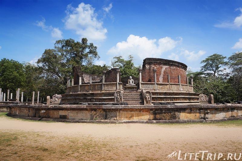 Шри-Ланка. Полоннарува - круглый дом реликвий Ватадаге.