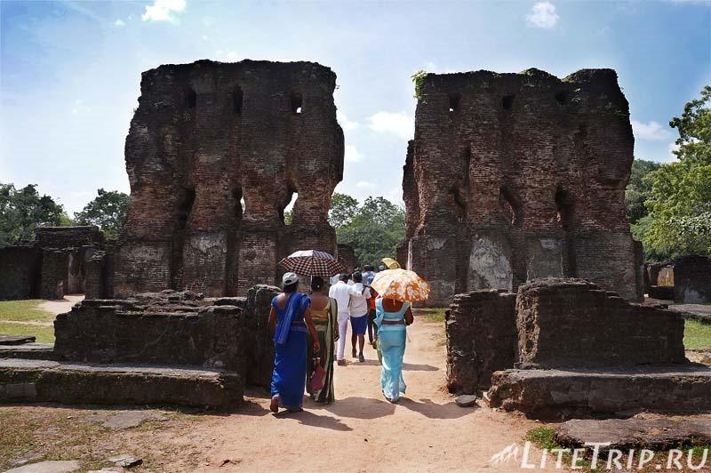 Шри-Ланка. Полоннарува - королевский дворец Паракрамабаху.