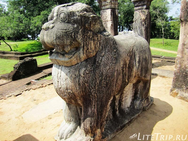 Шри-Ланка. Полоннарува - символ льва в Ниссанкамаллы