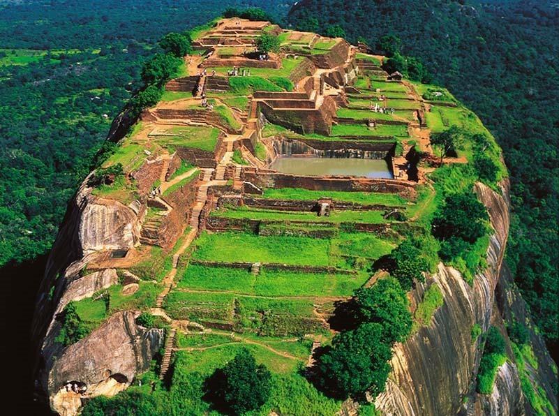 Шри-Ланка. Сигирия. Вид на скалу сверху.