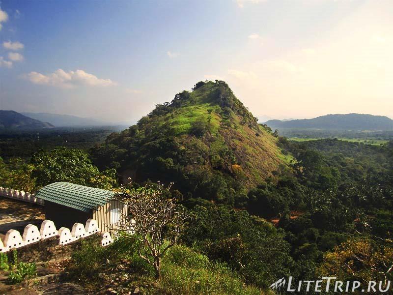 Шри-Ланка. Золотой храм в Дамбулле. Гора.