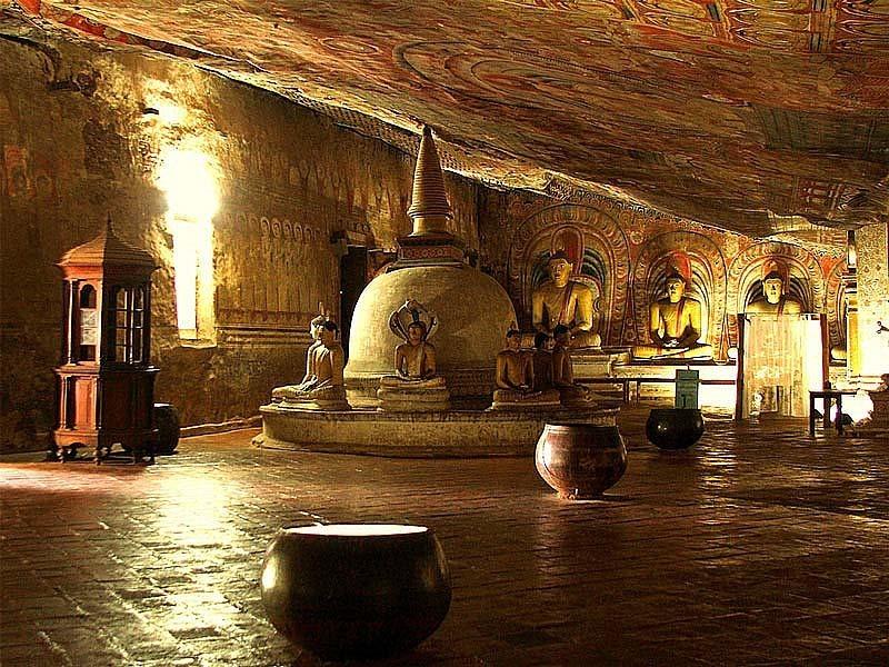 Шри-Ланка. Золотой храм в Дамбулле. Пещеры.