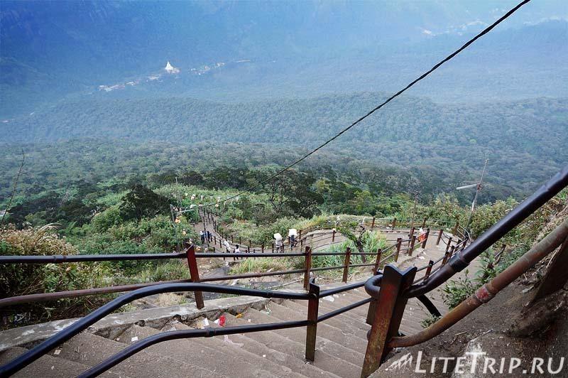 Шри-Ланка. Крутая лестница к пику Адама