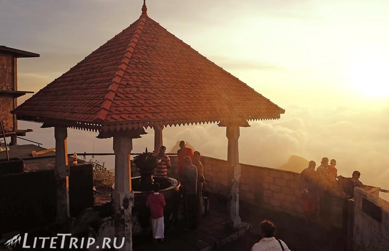 Шри-Ланка. На вершине пика Адама.