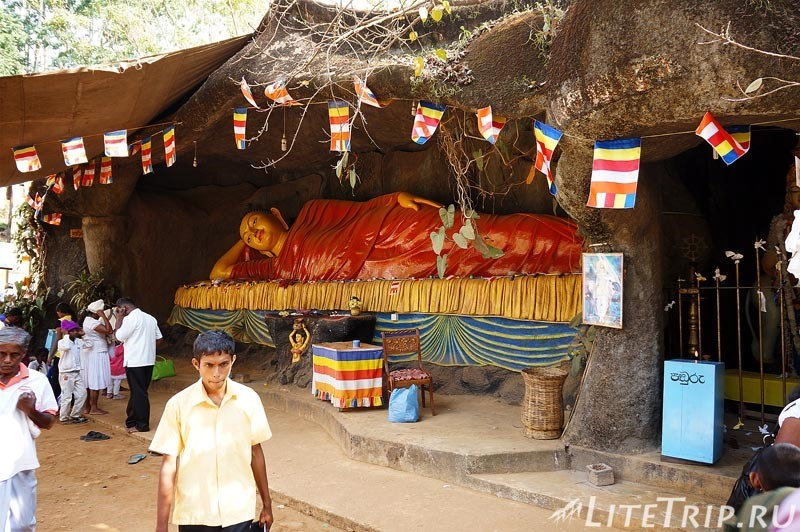 Шри-Ланка. Тропа к пику Адама - лежачий Будда.