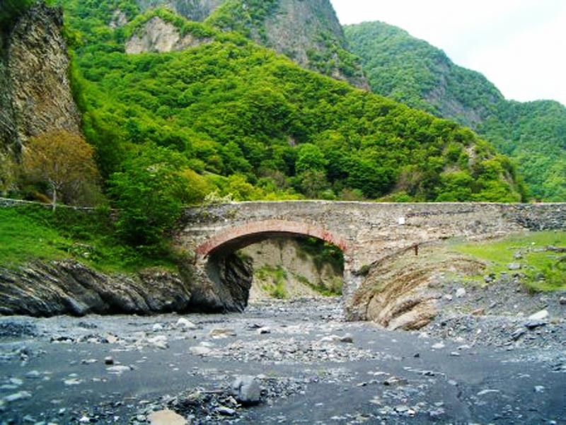 Азербайджан. Мост Улу в Илису.