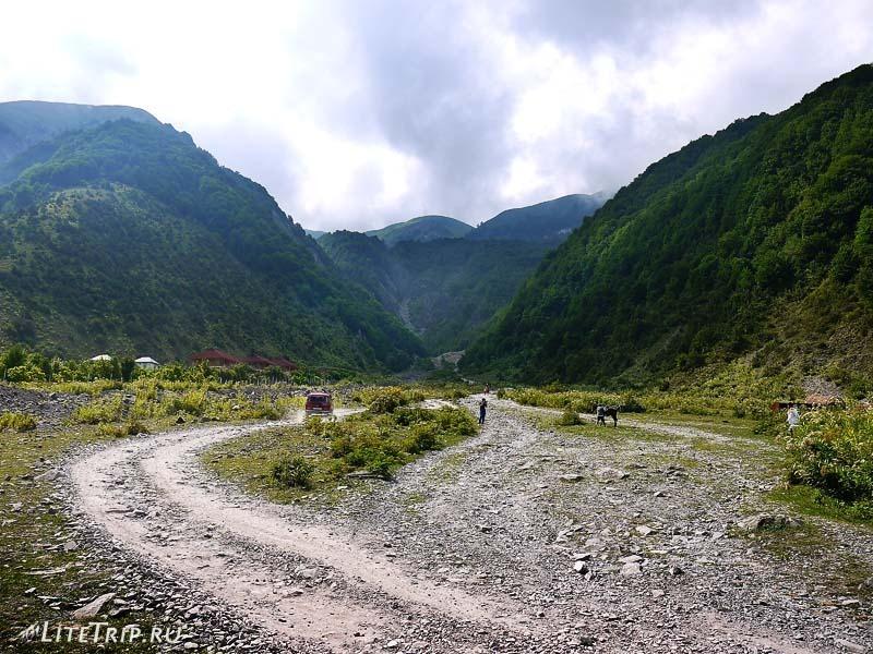 Азербайджан. Дорога к водопаду Илису.