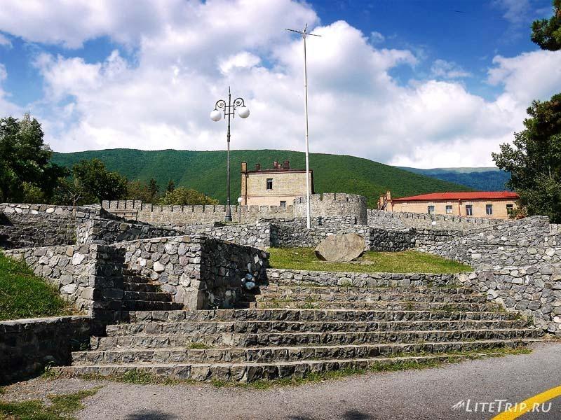Азербайджан. Город Шеки - крепость.