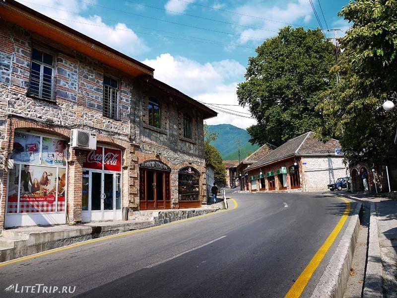 Азербайджан. Улицы города Шеки.