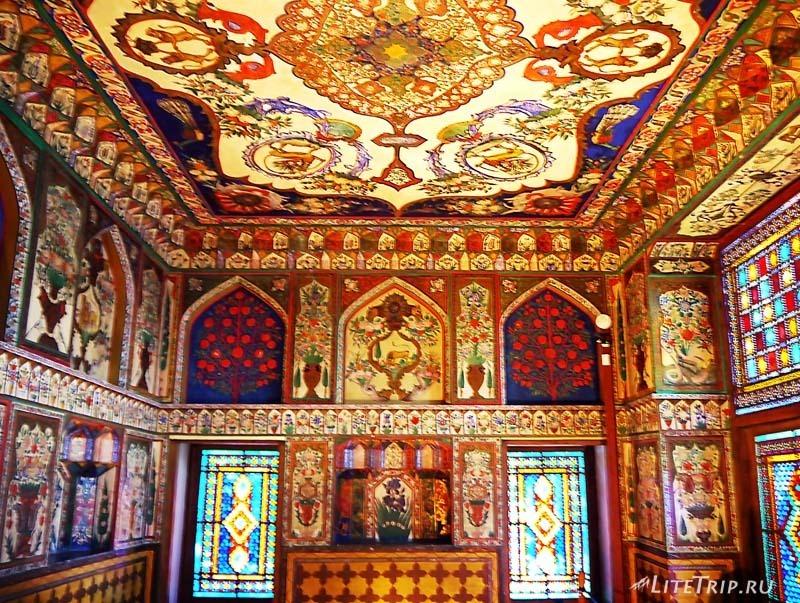 Азербайджан. Хан Сарай в городе Шеки - комната.